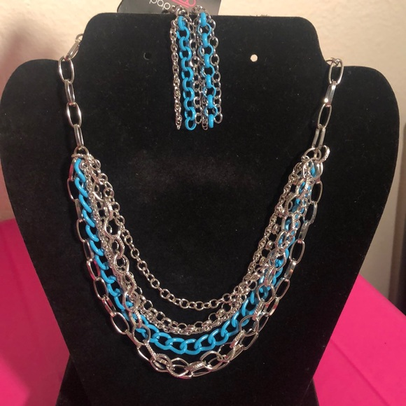 paparazzi Jewelry - Necklace with earrings